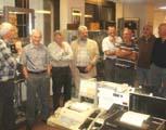 Un groupe visite l'exposition
